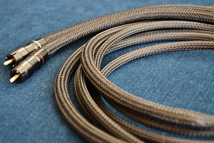 6moons audio reviews: ETI Research Quiessence cables